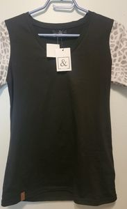 Ampersand tee shirt size Small